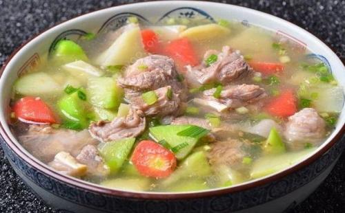 冬天是吃羊肉的好时节,送您羊肉炖胡萝卜,简