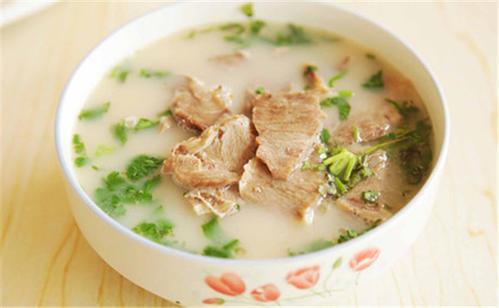 你这种体质就不要去喝羊肉汤了,特别是今年冬天!