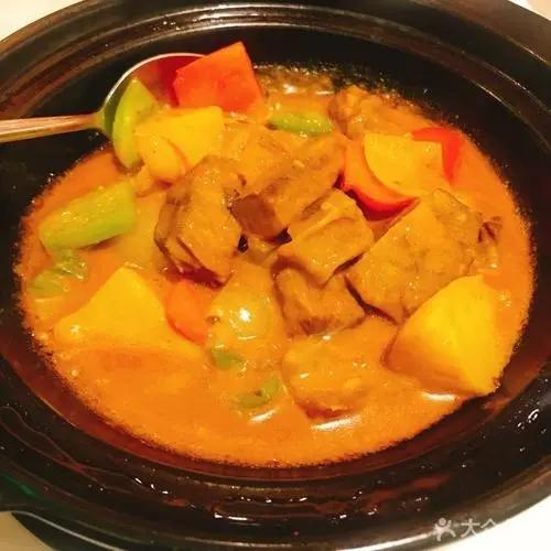 料十足的牛筋咖喱汤