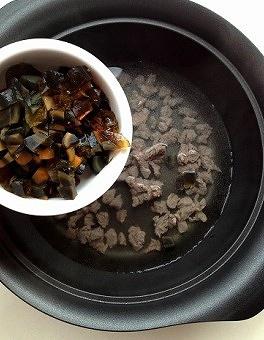 电饭煲版皮蛋瘦肉粥的做法 步骤7