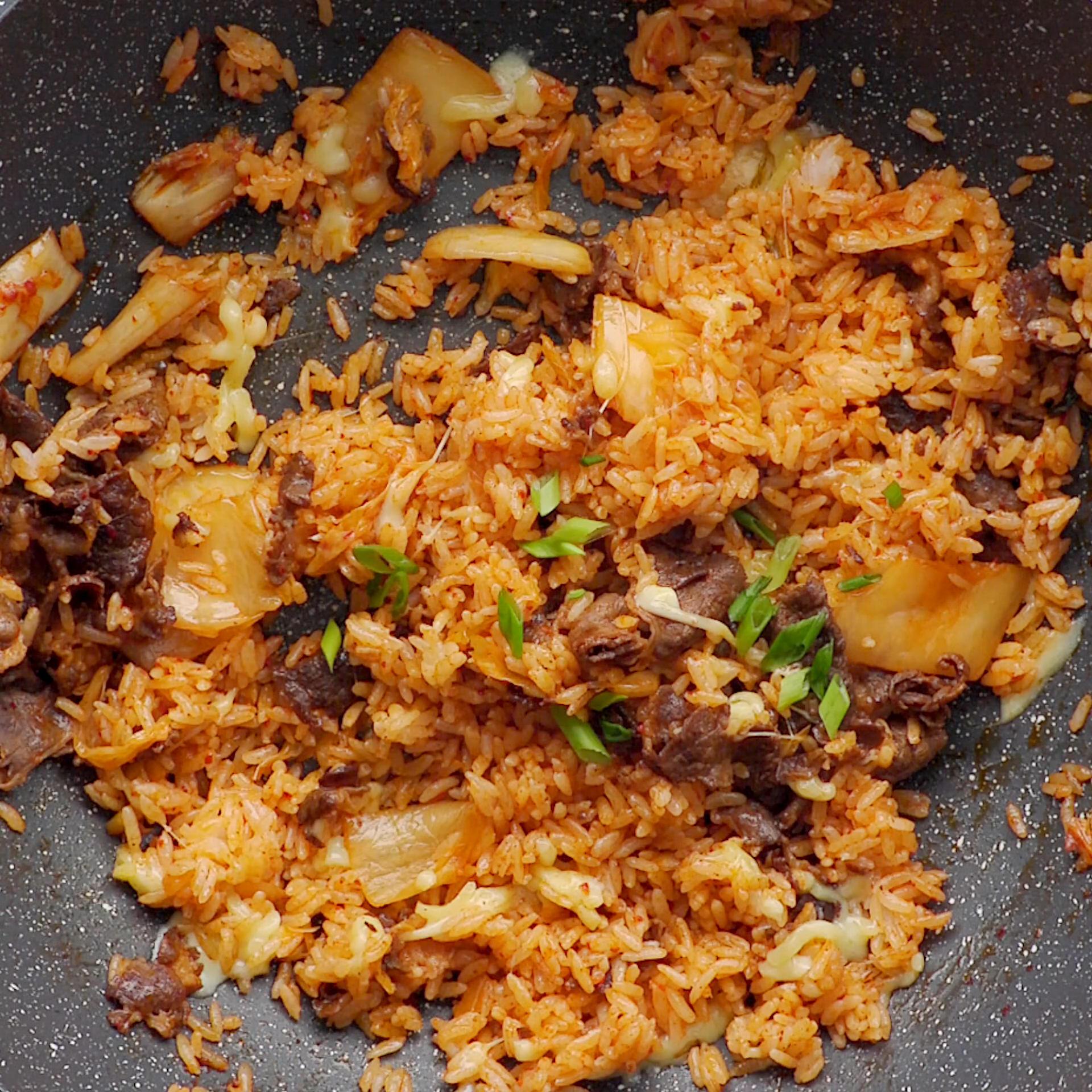 泡菜肥牛炒饭的做法 步骤5