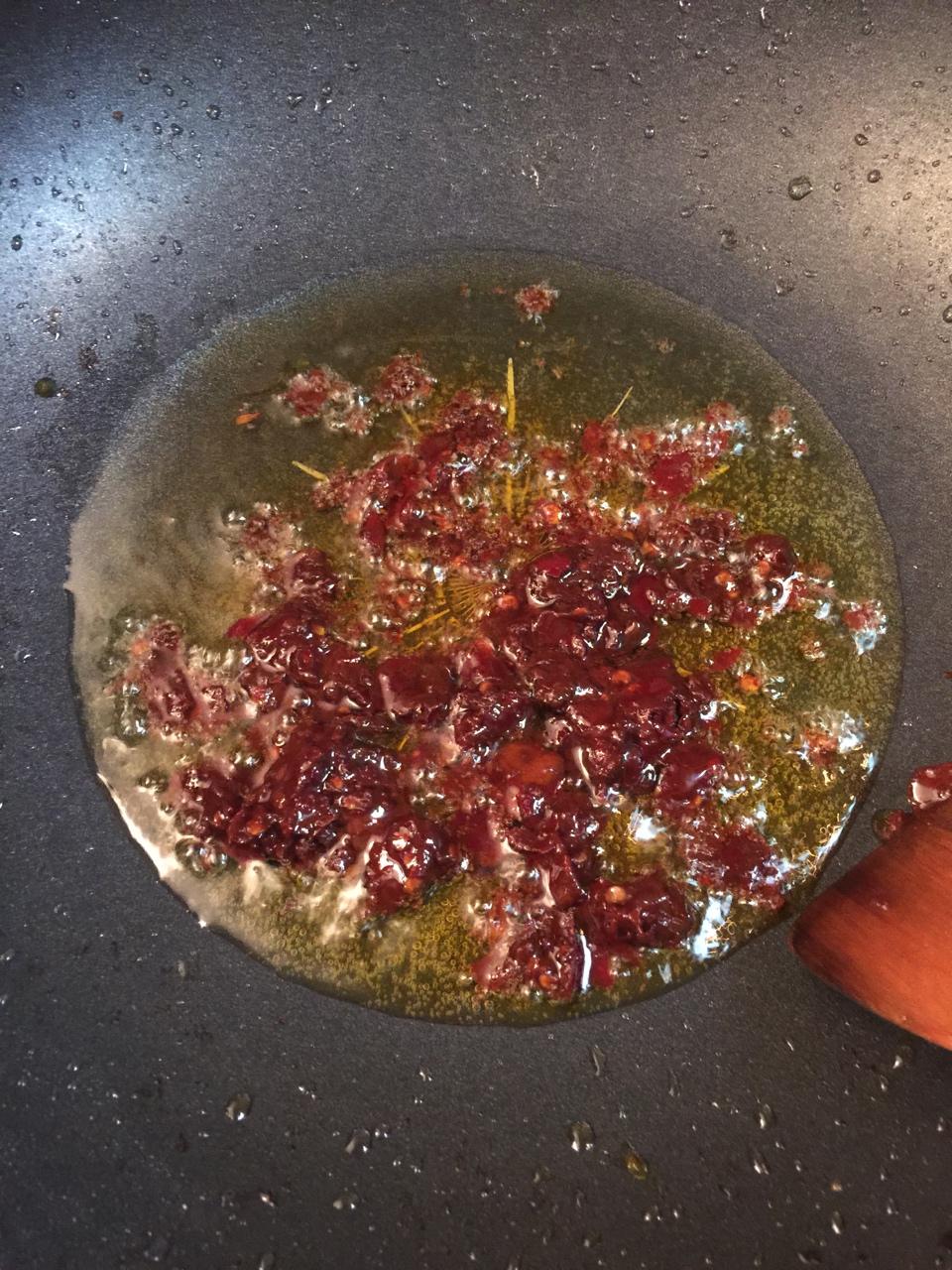 堂妈教你做红汤羊蝎子火锅的做法 步骤13