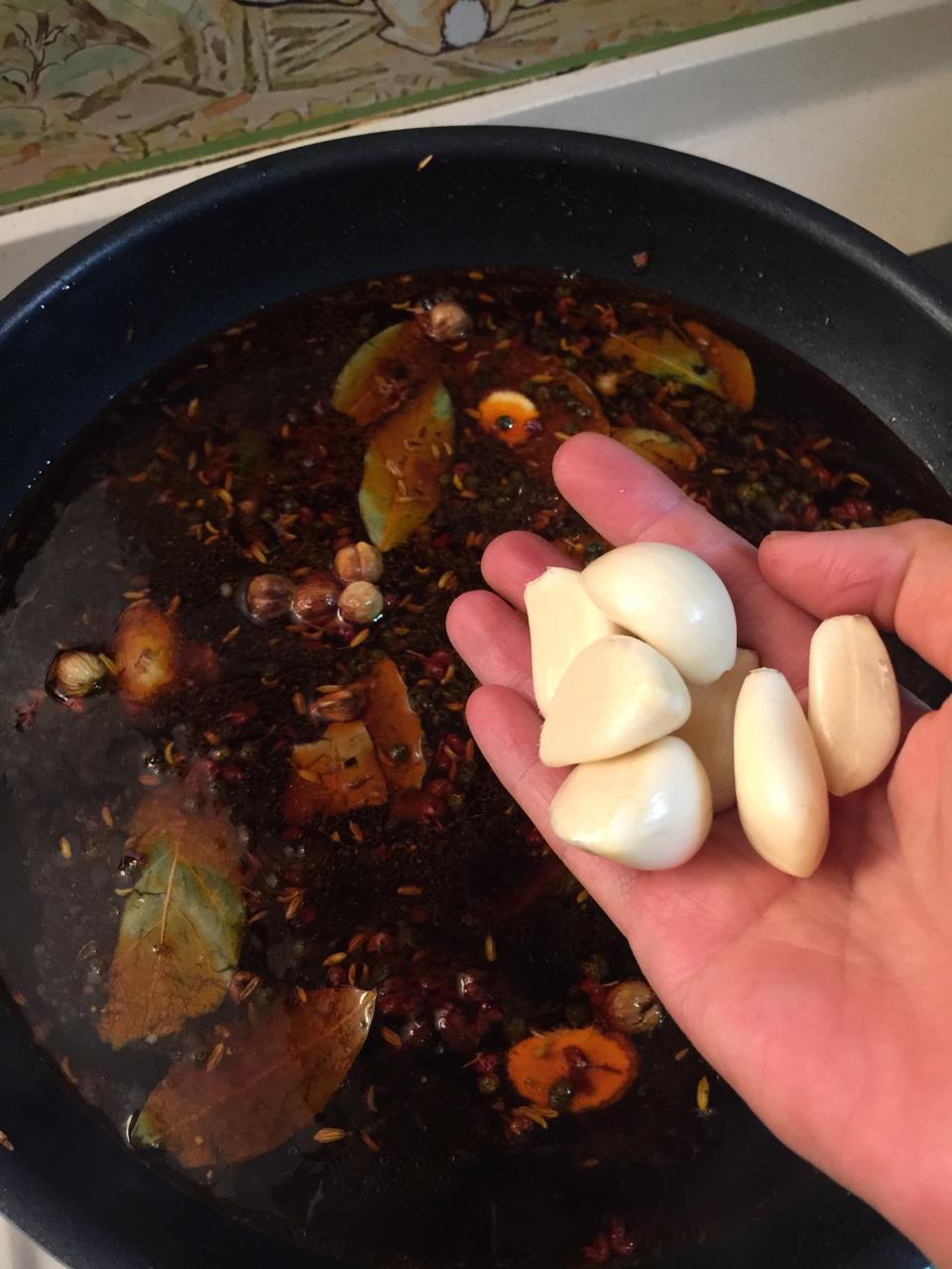 堂妈教你做红汤羊蝎子火锅的做法 步骤20