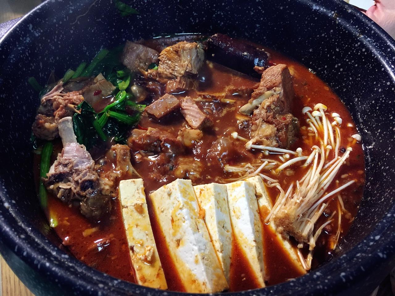 堂妈教你做红汤羊蝎子火锅的做法 步骤31