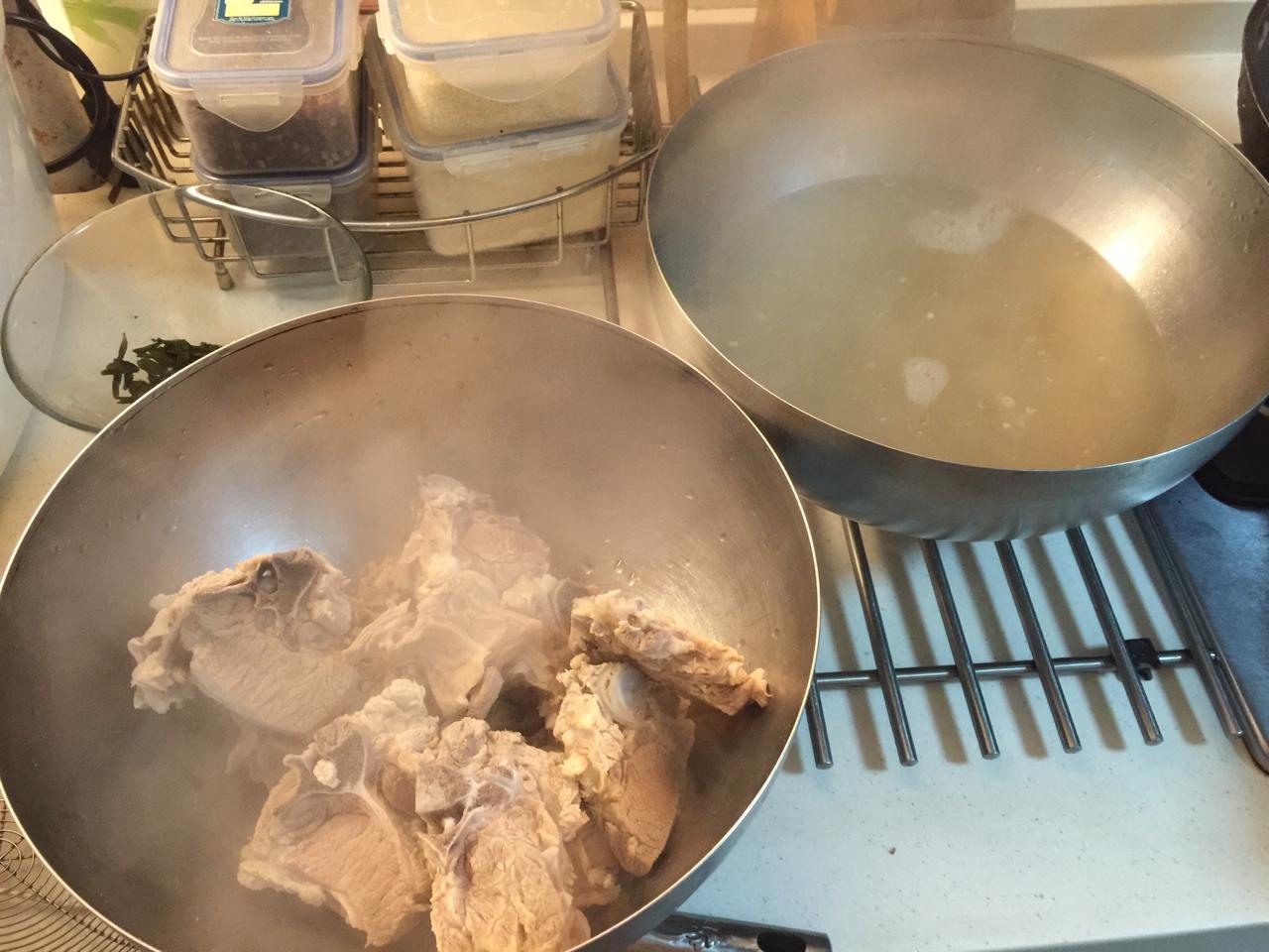 堂妈教你做红汤羊蝎子火锅的做法 步骤6